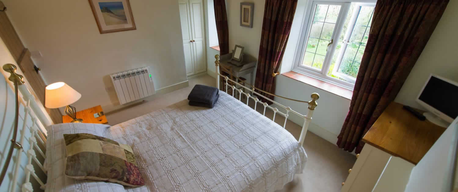 Chideock Cottage Main Bedroom